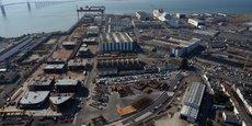 .Depuis dix ans, le chantier a investi 40 millions d'euros par an dans la R&D et pour optimiser son outil de production, à l'instar d'un nouveau robot de découpe des tôles (12 millions d'euros) dont l'automatisation permet d'accélérer les cadences et d'améliorer la qualité des navires.