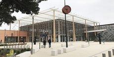La gare TGV Nîmes Pont-du-Gard a été inaugurée en décembre 2019 sur la commune de Manduel, à une douzaine de kilomètres de Nîmes centre.