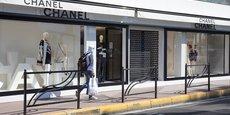 L'extension des fermetures de commerces à l'ensemble du territoire va faire passer le nombre d'établissements fermés de 90.000 à 150.000, tandis que le coût total des aides et indemnisations aux entreprises passe à 11 milliards d'euros par mois, a indiqué mercredi le ministère de l'Economie