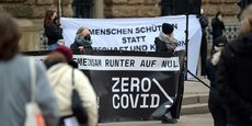 Manifestants à Hambourg en faveur d'une stratégie Zéro Covid.