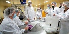 Ce vendredi 9 avril, le président français Emmanuel Macron visite l'usine Delpharm de Saint-Rémy-sur-Avre, la première à embouteiller des vaccins contre le Covid-19 sur le territoire français.