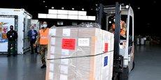 Arrivée en Italie hier mardi 13 avril, une cargaison de vaccins Johnson & Johnson, en cours de déchargement à l'aéroport militaire Mario-De-Berardi, près de Rome.