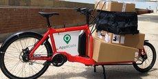 Exemple d'un vélo-cargo AppliColis qui circule dans le centre-ville de Toulouse.