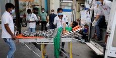 CORONAVIRUS: PLUS DE 300.000 CAS SUPPLÉMENTAIRES RECENSÉS EN INDE