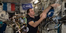 Thomas Pesquet à bord d'ISS en 2017 présente la salle de sport des astronautes, une des contre-mesures principales mises en œuvre pour lutter contre les troubles musculo-squelettiques.