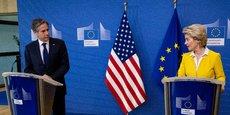 La présidente de la Commission européenne n'a pas dévoilé de calendrier précis, mais le New York Times a indiqué que les nouvelles règles pourraient être mises en place dès cet été. (Photo d'illustration: Ursula von der Leyen avec Antony Blinken, secrétaire d'État américain à la Commission européenne à Bruxelles le 24 mars 2021)