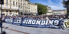 je mesure depuis des décennies combien l'identité d'un club et si possible ses succès participent du contrat social dans une région, souligne François Pinault. Ici les supporters bordelais manifestent samedi 24 avril 2021.