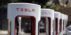 En déployant son propre réseau de bornes de recharge, Tesla a développé un modèle industriel d'intégration verticale, qui s'impose aujourd'hui au reste de l'industrie.