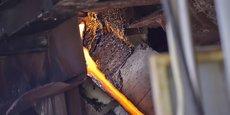 Coulée de déchets d'amiante vitrifiés par la torche à plasma.