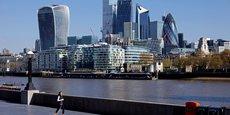 Londres a annoncé, mercredi 28 juillet, que les voyageurs complètement vaccinés contre le Covid-19 en provenance de l'Union européenne et des États-Unis seront désormais exemptés de quarantaine à leur arrivée en Angleterre, à l'exception de ceux venant de France.