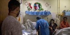 En Inde, les hôpitaux sont submergés. Le pays a enregistré 370.000 nouvelles contaminations en 24 heures ainsi que 3.400 décès supplémentaires.