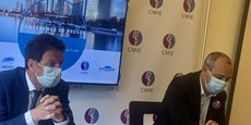 Réunis au siège du CMIE ce lundi 3 mai, Laurent Berger, secrétaire général de la CFDT, et Geoffroy Roux de Bézieux, président du MEDEF, ont lancé un appel commun pour la vaccination des salariés. (Photo : Margaux Fodéré)