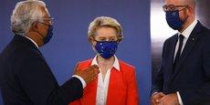Le premier ministre portugais, Antonio Costa, la présidente de la Commission européenne,Ursula von der Leyen, et le président du Conseil européen, Charles Michel, lors du sommet de Porto.