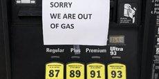 Alors que plusieurs Etats allant de la Floride à la Virginie avaient déjà déclaré l'état d'urgence, renforçant l'affolement des automobilistes et les risques de pénurie, la Maison Blanche a annoncé mercredi soir avoir levé des restrictions imposées par une loi appelée Jones Act pour aplanir les difficultés actuelles.