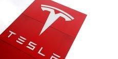 Les équipes d'ingénieurs sont parvenus à modifier le système logiciel de ses différents modèles pour qu'il puisse s'adapter à d'autres puces. Ainsi, Tesla a pu s'adresser à divers fournisseurs de semi-conducteurs pour compenser les ruptures d'approvisionnements.