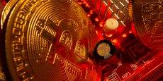 Le bitcoin a perdu autour de 48 % depuis son record du 14 avril à 64.895,22 dollars.