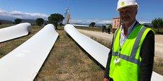 « La loi impose un recyclage des matériaux à hauteur de 90%, nous prévoyons au moins 95% », annonce Nicolas Fléchon, directeur de GEG ENeR, sur le site éolien de Rivesaltes.