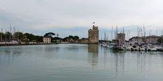 Face à la crise, la Nouvelle-Aquitaine oscille entre résilience et défis territoriaux tant le contraste est important entre son littoral, ici La Rochelle, et les départements ruraux plus à l'Est.