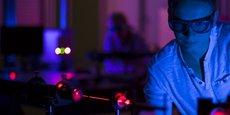 Animée par Photonics Bretagne, la filière optique-photonique de Lannion rayonne à l'échelle nationale et internationale. Elle est fondée sur un savoir-faire pointu autour des fibres optiques spéciales ou des lasers.