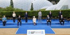 Les dirigeants des pays du G7 accompagnés de la présidente de la Commission européenne, Ursula Von der Leyen, du président du Conseil européen, Charles Michel, et de la reine Elizabeth II à Carbis Bay, le 11 juin 2021.