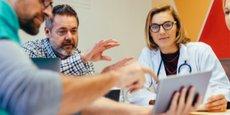 Alaxione, spécialisée dans la mise en place d'outils digitaux pour les professionnels de santé, apporte une expertise organisationnelle, comme une secrétariat vocal interactif, des bornes d'accueil dans les salles d'attente, ou la gestion de questionnaires médicaux préalables.