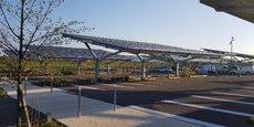 L'ombrière de 8.000 m² de panneaux photovoltaïques sur le parking de la gare de Nîmes (Gard).
