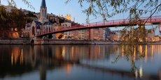 A l'amorce d'une seconde saison d'été marquée par le Covid, comment la capitale des Gaules aborde-t-elle la reprise ? Lyon pourrait devenir la base d'un séjour en étoile, avec des touristes qui pourraient ensuite se rendre dans le Beaujolais, ou les Alpes, croît Only Lyon Tourisme & Congrès, la cellule de développement touristique du Grand Lyon.