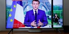 Emmanuel Macron a mis lundi les non-vaccinés sous haute pression en imposant le pass sanitaire à l'entrée de la plupart des lieux publics et en rendant la vaccination obligatoire pour les soignants et ceux au contact des personnes fragiles, sanctions à la clef.