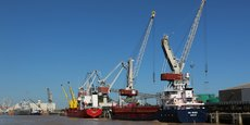 Le terminal portuaire de Bassens (Bordeaux Métropole) le plus important des sept que compte le port de Bordeaux.
