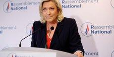Le 27 juin, au soir du deuxième tour des élections régionales, Marine Le Pen, la cheffe du Rassemblement National (extrême droite) réagit brièvement et sans tergiverser aux résultats de son parti en forte baisse: Ce soir, nous ne prendrons pas de région.