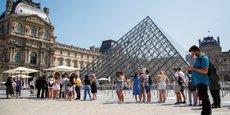 Dans le Grand Paris, ce sont au total plus de 313.000 personnes qui travaillent dans le secteur du tourisme, selon les chiffres de l'Office du tourisme de Paris.