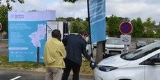Depuis le 1 er avril 2019 une tarification identique, simplifiée et incitative, est calculée selon la quantité d'énergie consommée (en kilowattheures)lors de la recharge du véhicule Elle s'applique aux réseaux des syndicats d'énergie des Pays de la Loire et de Bretagne (hors Morbihan). L'un des plus bas de France, le tarif est 20 centimes/kWh kWh sur borne lente et 30 centimes/kWh sur une borne rapide.