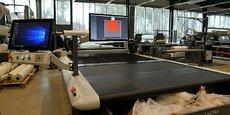 Un des robots de découpe de Lectra dans l'unité de production de Cestas : ces derniers sont équipés de très puissantes solutions logicielles.