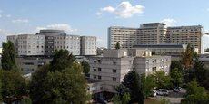 Le centre hospitalier Pellegrin, avec le Tripode au centre droit de la photo.