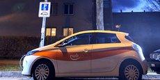 En Suisse, à Berne, à titre expérimental, les lampadaires sont utilisés comme points de recharge pour les voitures électriques.