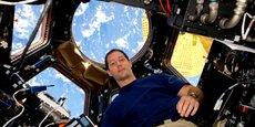 Thomas Pesquet dans la coupole de ISS (La Cupola)