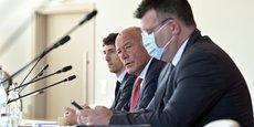 Alain Rousset, entouré de François Poupard, le directeur général des services, et de Bixente Etcheçaharreta, son nouveau porte-parole.