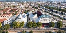 Situé juste à la limite de la ZAC Bastide Niel, l'ilot Queyries fait office de prototype grandeur nature de l'urbanisme conçu par l'architecte néerlandais Winy Maas, sur la rive droite de Bordeaux.