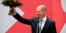 ALLEMAGNE: SCHOLZ DIT VOULOIR FORMER UNE COALITION AVEC LES VERTS ET LE FDP