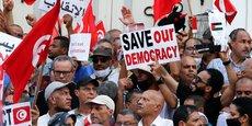 Manifestations contre le président tunisien Kais Saied. Sur fond d'agitation sociale sporadique ou profonde selon les pays, la région d'Afrique du Nord subit une chute des revenus, avec des économies qui tournent au ralenti.