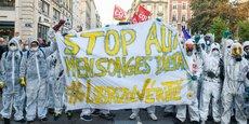 Le sinistre survenu à Rouen le 26 septembre 2019 a porté un rude coup à l'image de l'industrie. Le 8 octobre, quelques semaines après l'incendie, de nombreux manifestants exigeaient la vérité sur ce drame et réclamaient de nouvelles mesures de sécurité. Deux ans plus tard, les industriels tentent de répondre à la défiance des citoyens.