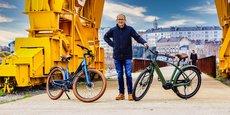 Cycliste sportif, Stéphane Grégoire, fondateur de Reine Bike à Nantes a voulu créer un vélo pour Madame et Monsieur tout le monde. Il a conçu deux modèles de vélos à assistance électrique, haut de gamme, avec un cadre haut ou bas. A défaut de choisir, beaucoup de clients, dont la moyenne d'âge atteint 54 ans, opteraient pour les deux versions.