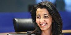 Karima Delli, présidente de la Commission Transport du Parlement européen, demande à la France de ne pas retarder la transition industrielle de son industrie automobile afin de créer de nouveaux emplois.