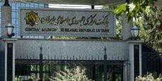 Citant un rapport de la Banque centrale (photo), le président de la Chambre de commerce de Téhéran a déclaré que 98,4 milliards de dollars avaient fui le pays entre 2011 et 2017. Cela représente 10,9 milliards de dollars par an, selon les chiffres officiels, sans tenir compte des chiffres officieux sûrement plus élevés.