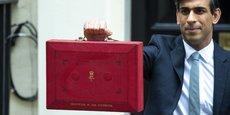 Photo d'illustration : Rishi Sunak, le chancelier de l'Échiquier britannique (ministre des Finances) sort du 11 Downing Street (traditionnelle résidence du second Lord du Trésor) en brandissant l'emblématique malette rouge du Budget, le 3 mars dernier.