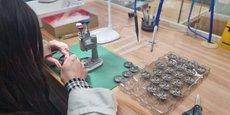 Pour faire face à l'attrait de la Suisse et de ses salaires élevés à seulement quelques kilomètres de Besançon, le patron des montres Lip a trouvé la solution : faire appel à des personnes en reconversion professionnelle.
