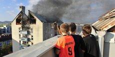 Mieux vaut prévenir que guérir ! Avant de voir votre toiture s'effondrer sous les flammes, pensez à installer un détecteur de fumée ; cela devrait être bientôt oblogatoire... | REUTERS