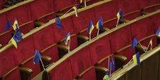 Les deux autres anciens présidents, Leonid Koutchma et Viktor Iouchtchenko, étaient également présents. Pour l'heure, la séance a été interrompue jusqu'à 13h, heure française.