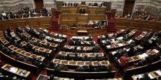 Le parlement grec devrait bientôt se prononcer sur la révocation des baisses de salaire des policiers, soldats, pompiers et personnels maritimes. /Reuters