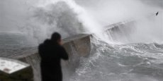 La tempête Dirk a touché plusieurs départements bretons avant Noël entraînant des inondations après les crues de plusieurs cours d'eau. Une deuxième vague d'intempéries a frappé la région fin décembre et début janvier.